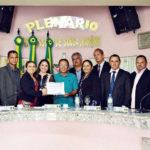 Oficial de Justiça Orlando Duarte recebe moção de reconhecimento da Câmara de Vereadores
