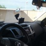 Veículo de Oficial de Justiça sofre atentado durante diligência e filho é baleado