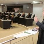 Sob protesto, TJCE aprova projeto de lei que será enviado à Assembleia